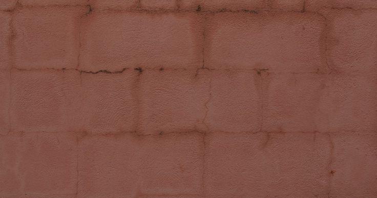 Cómo hacer bloques de hormigón. Los bloques de hormigón son necesarios para muchos proyectos de construcción, particularmente aquellos al aire libre, como cercas y paredes. Puedes comprar bloques de concreto a diferentes fabricantes pero, si los necesitas a medida para proyectos específicos, o si simplemente quieres ahorrar un poco de dinero, puedes hacerlos tú mismo. Los ...