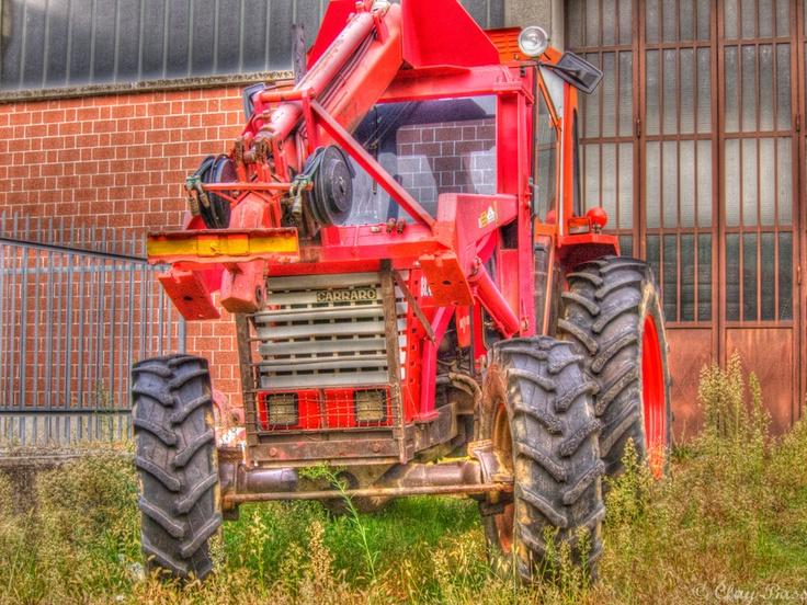il trattore rosso