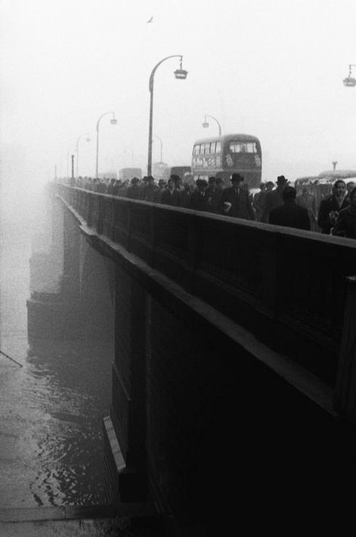 london bridge, 1959  photo bysergio larrain, fromlondon 1958-59