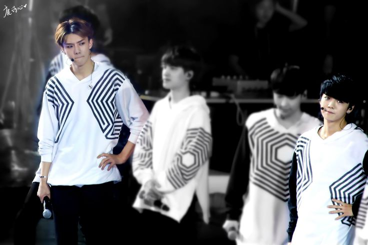 140920 EXO The Lost Planet in Beijing Day 1 - Sehun & Luhan #HunHan #staring ♥