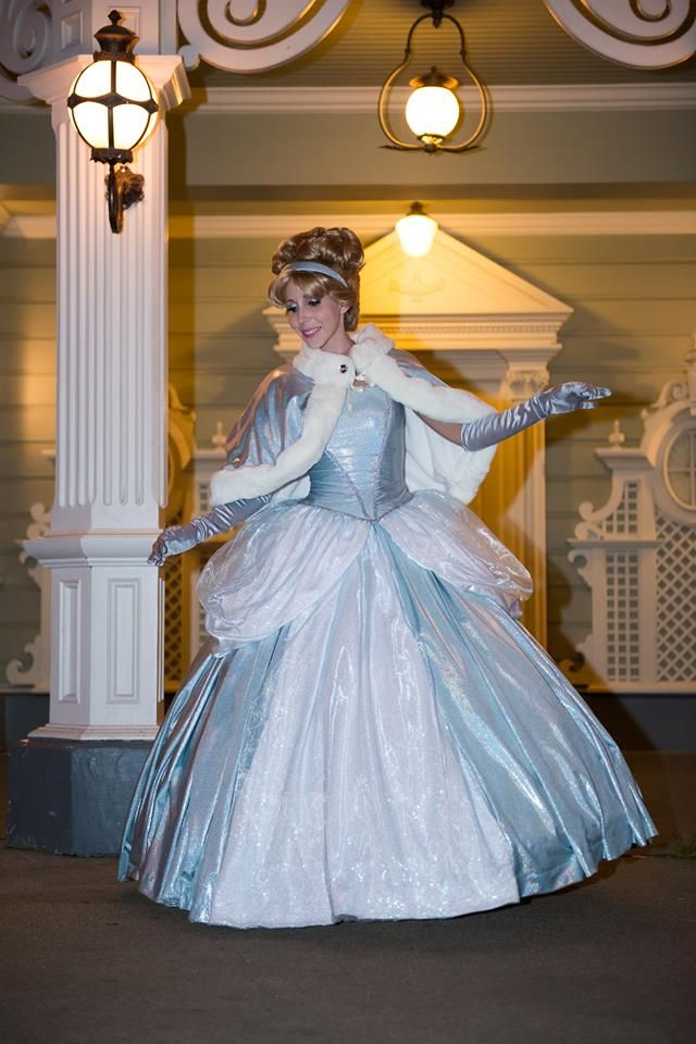 Sparkle and shine. This winter Cinderella cosplay with cape is incredible! - 9 Cinderella Cosplays