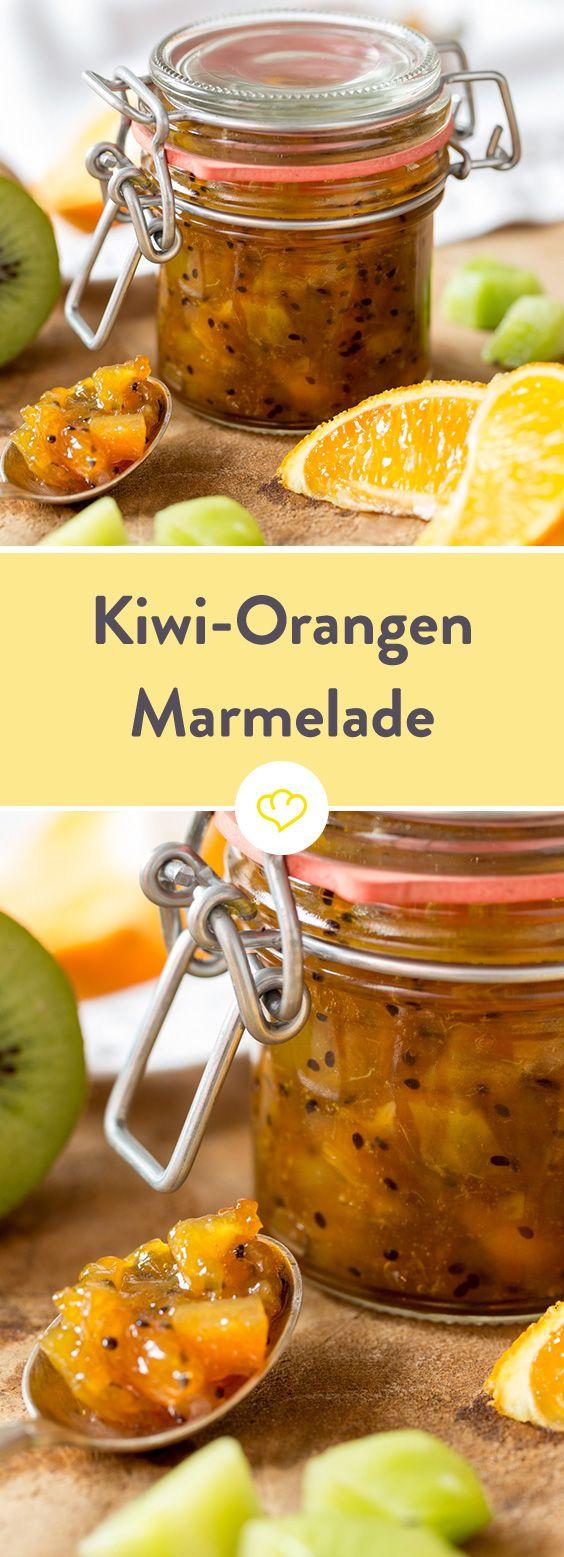 Glas auf, Löffel rein und… Vorsicht! Unerwarteter Energieschub im Anmarsch! In diesem Glas haben sich Kiwis und Orangen verbündet, um dir in einer fruchtig-herben Marmelade einen ordentlichen Vitamin-C-Kick zu verpassen!