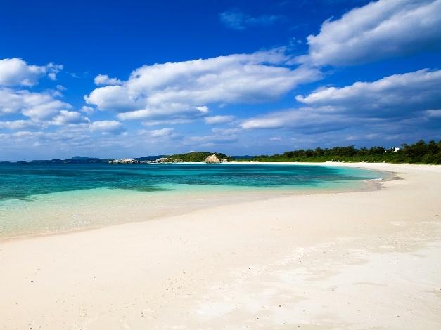 Eagle Beach Aruba - one of the best white-sand beaches in the Caribbean!