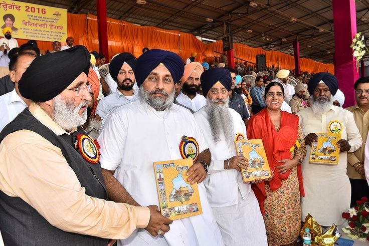 Dy CM Sukhbir Singh Badal took the round of the Guru Nanak stadium Ludhiana in an open jeep along with Education Minister Dr Daljit Singh Cheema and handed over ceremonial torch to the students.  #progressivepunjab #akalidal #sukhbirsinghbadal