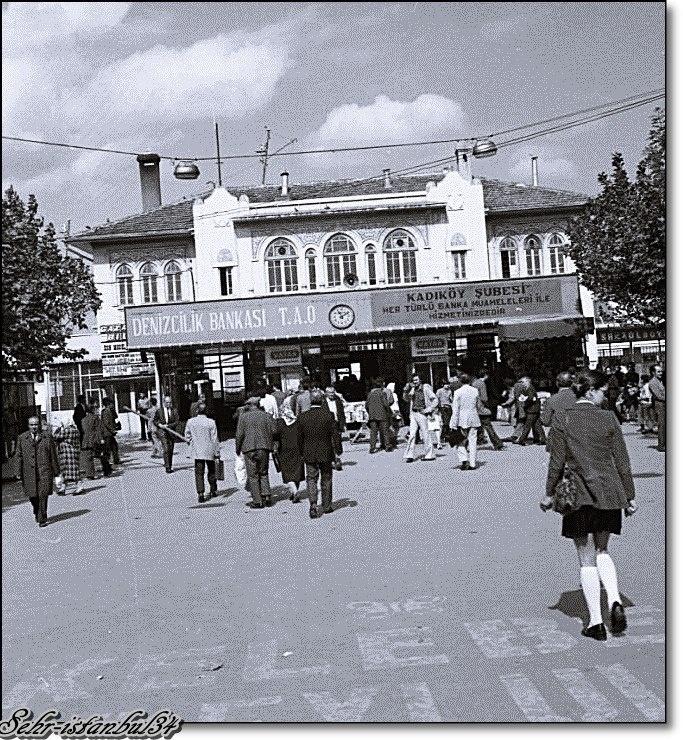 Kadıköy eski vapur iskelesi sanırım bugün beşiktaş hattına hizmet vermekte - 1970 ler