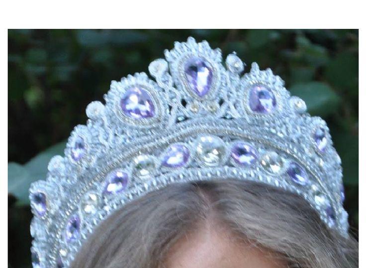 """Корона от """"KforU"""", выполнена 2 месяца назад (не было случая выложить фото). Корона сделана под заказ в сутажной технике из кристаллов, сутажа, хрусталя и стразовой цепочки."""
