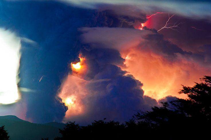 superbes images d une eruption volcanique au chili 5   Splendides photos dun orage volcanique   volcan photo orage lave image Francisco Negr...