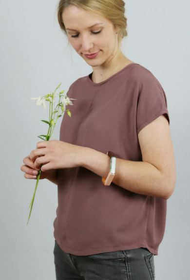 Leichte Sommerbluse für Damen mit Rückenschlitz - Nähanleitung und Schnittmuster via Makerist.de