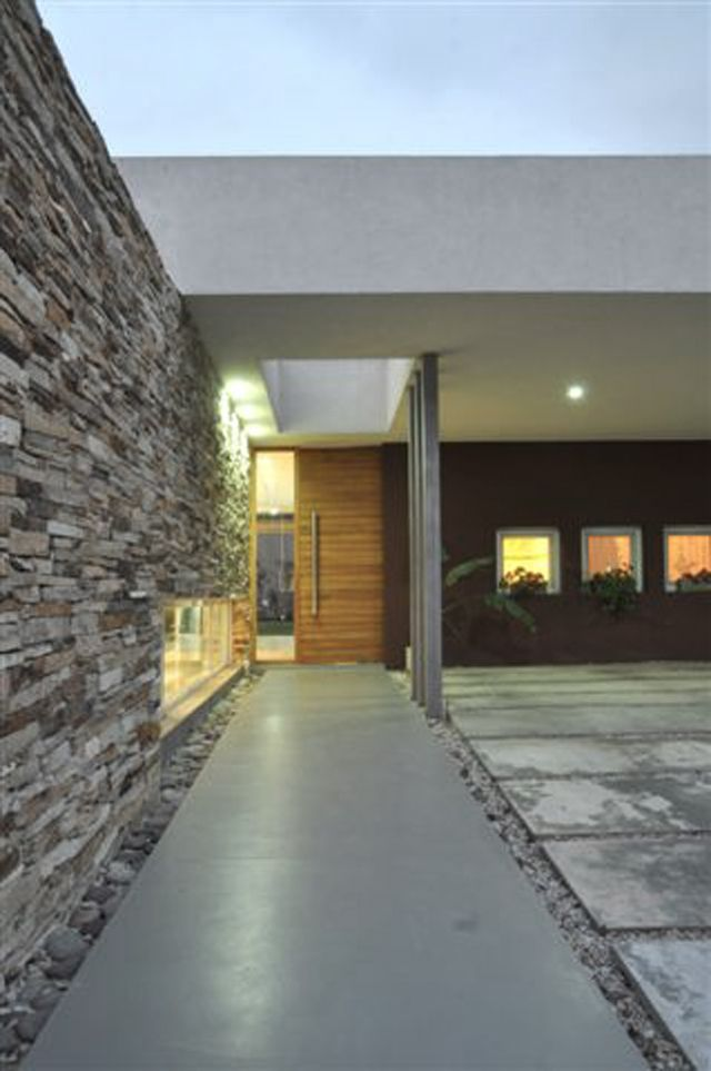 CZZ House  http://vanguardaarchitects.com/what-we-do.php?sec=house&project=150