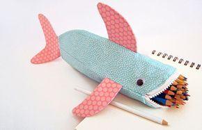 Pra ser o sucesso no primeiro dia de aula: aprenda a costurar um estojo de tubarão! - dcoracao.com - blog de decoração e tutorial diy