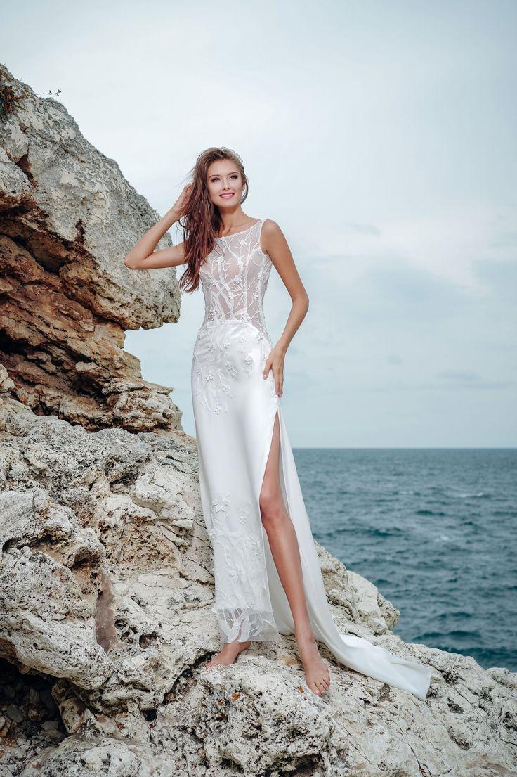 Netradičné svadobné šaty s čipkovaným vrškom a sukňou s rozparkom