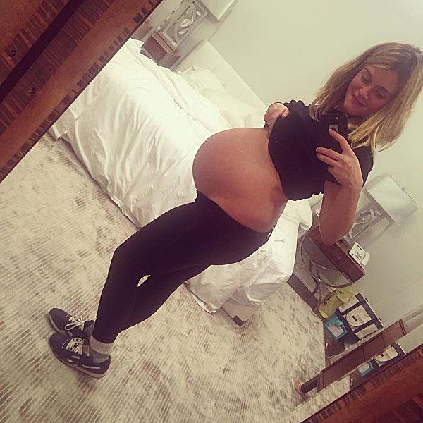 Daphne Oz Shares Her 40-Week Bump: 'No Center of Gravity, NoProblem' http://celebritybabies.people.com/2015/10/20/daphne-oz-pregnant-40-week-baby-bump-photo/