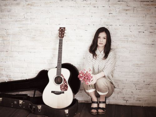 #YUI #japanese singer songwriter #fashion #guitar