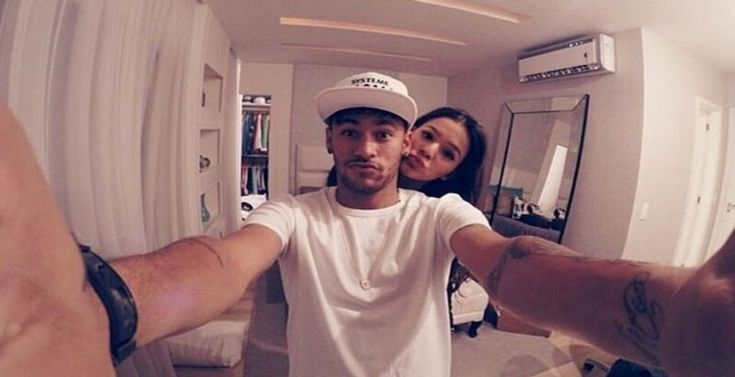 Neymar e a namorada Bruna Marquezine (Foto: Reprodução/Instagram Neymar Jr.)