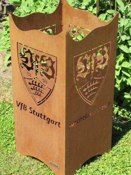 """VFB Stuttgart Edelrost Feuerkorb """"Fan Fire""""  Der Edelrost Feuerkorb Fan Fire des VFB Stuttgart lässt die Herzen der eingefleischten Fans höher schlagen. So lässt sich der Aufstieg und hoffentliche Verbleib in der 1. Liga gebührend feiern.  Das offizielle Lizenzprodukt ist mit dem VFB Stuttgart Logo sowie dem Spruch """"furchtlos und treu"""" versehen.  Eine Bodenplatte mit ausreichend Belüftungslöchern ist fest eingearbeitet.  Preis: 229,- €"""