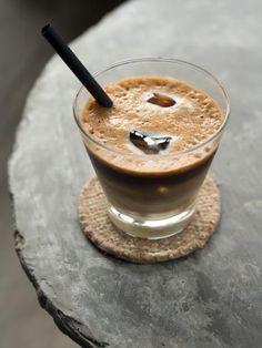 glaçon, sucre en poudre, lait, café