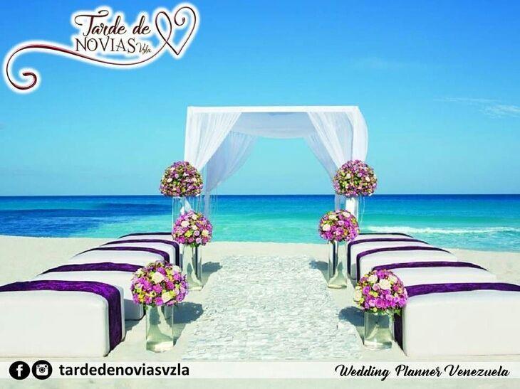 Los expertos en organización y planificación de bodas y eventos  @tardedenoviasvzla.  Boda Destino.  Isla Margarita. Decoración.  La versatilidad de una boda frente al mar es mayormente en el diseño de los ambientes alrededor del sitio que llevarás en tu recuerdo por siempre. Un altar al aire libre naturaleza tu lugar soñado.  Somos tu Destino de Boda.  Agenda tu Cita: tardedenoviasvzla@gmail.com  Siguelos:  @tardedenoviasvzla @tardedenoviasvzla @tardedenoviasvzla.  #publicidad…