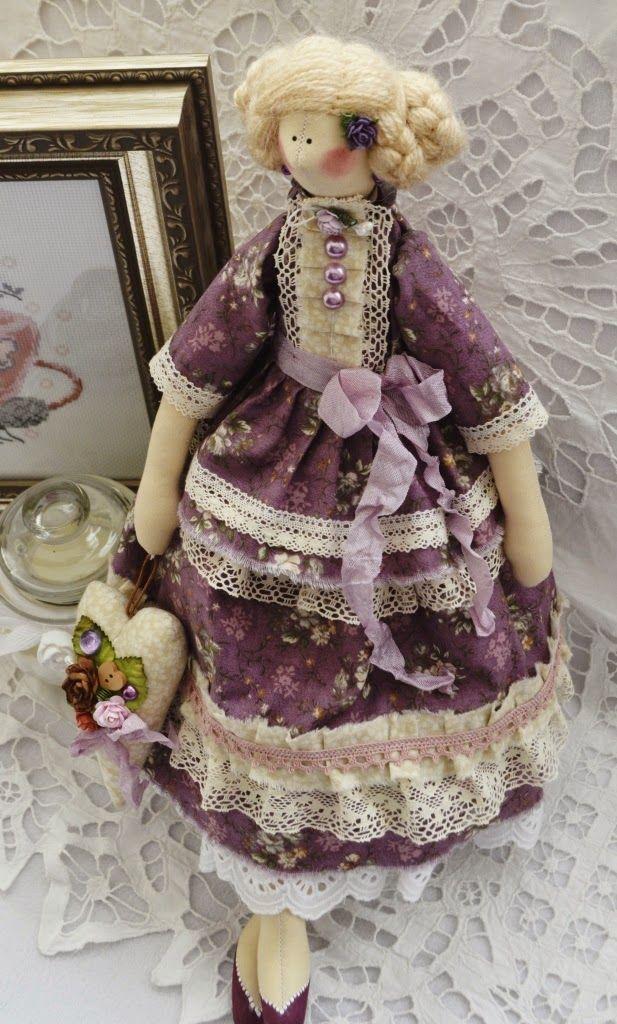 Очень красивая куколка в ягодных тонах ! Основная ткань платья японская очень мягкая , с эффектом потертостей, поэтому цвет плать...