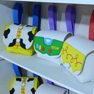 Decoração de festa em EVA.  Mochilinhas surpresas, com tema do Toy Story  Faça seu pedido pelo e-mail: gsnogueira.gn@gmail.com  Decoração em EVA.  Guirlandas para porta de quarto, tanto de maternidade ou do quarto mesmo! Tanto de menina, quanto de menino.  Faça seu pedido pelo e-mail: gsnogueira.gn@gmail.com  #toystory #toystorytema #decortoystory #toystorylovers #toystorypersonalizacao #personalizado #decoracaopersonalizada  #papelariapersonalizada #projetafesta #festainfantil…