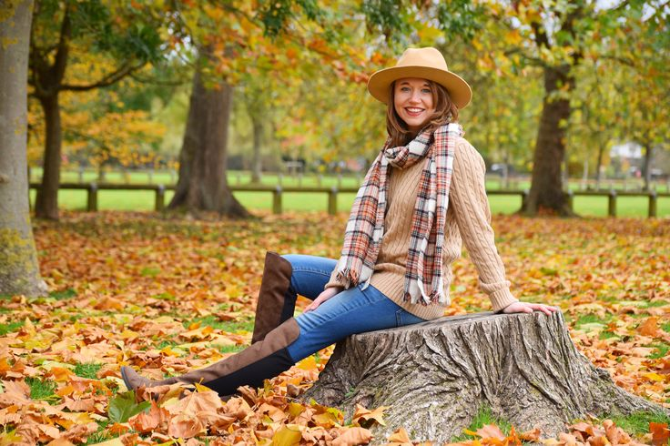 http://www.callmeliz.co.uk/2016/11/my-favourite-fall-look.html #fashion #checks #autumn #aw16 #leaves #outfit #fedora #hat #denim #hm #missselfridge #blogger