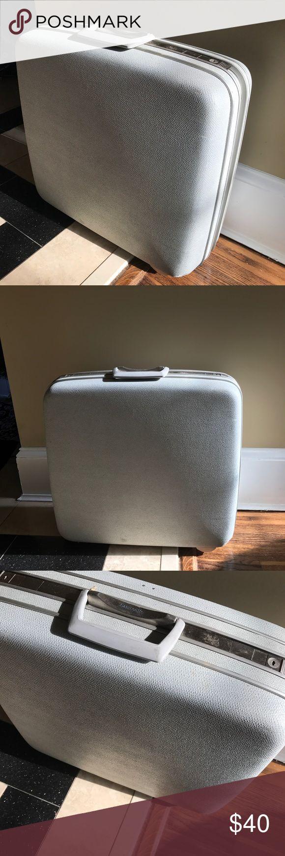 Vintage Samsonite Large Suitcase Powder Blue/ Pale Gray Large Samsonite Hard Case. Excellent condition Vintage Bags Travel Bags