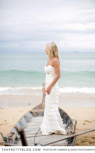Beautiful beach bride | Photographer: Carmen & Ingo Photography