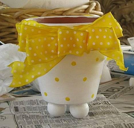 Cute painted flower pot idea!