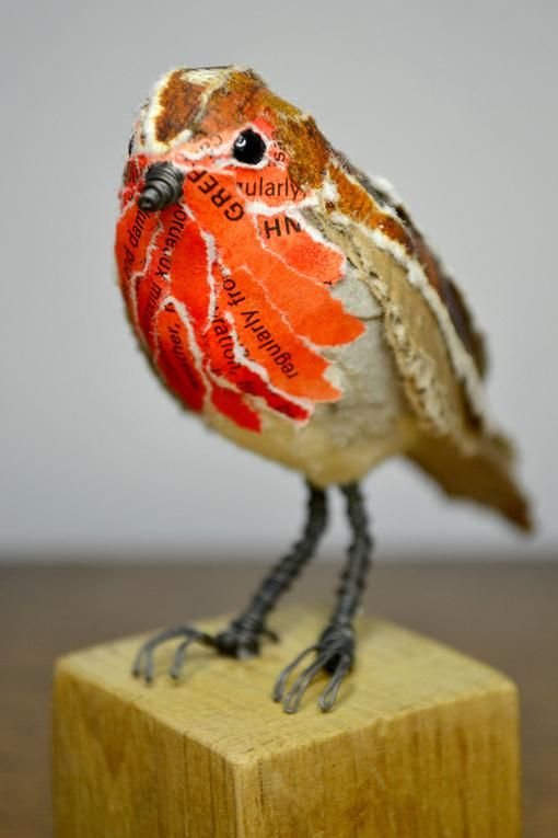 Robin by Suzanne Breakwell.       Gloucestershire Resource Centre http://www.grcltd.org/scrapstore/ (Diy Paper Mache)