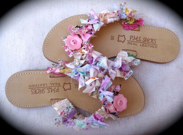 ΡΟΥΧΟΥΘΚΙΑ etc: Δερμάτινες σαγιονάρες με πολύχρωμα... ρουχούθκια και λουλούδι!