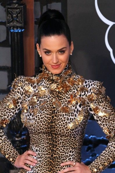 Katy Perry Photos - Katy Perry attends the 2013 MTV Video Music Awards at the Barclays Center in the Brooklyn borough of New York City. - Arrivals at the MTV Video Music Awards