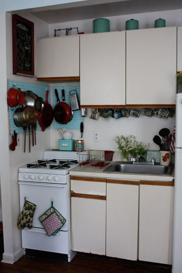 Best 25 Small Apartment Kitchen Ideas On Pinterest