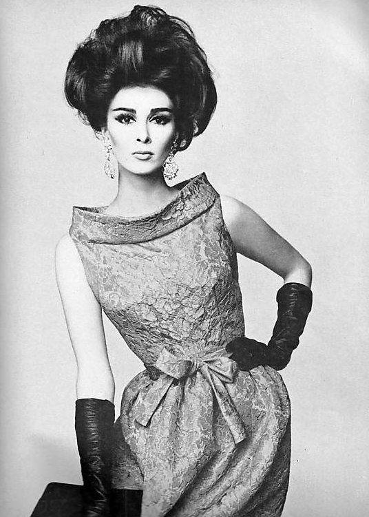 Wilhelmina in dress by Pierre Cardin, Vogue 1962