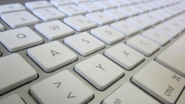 Secondo indiscrezioni provenienti dagli States, e addirittura dal locale US Patent and Trademark Office, sembrerebbe che Apple abbia presentato un brevetto relativo ad una sottilissima tastiera dotata di tasti 3D Touch per scrivere e lanciare app in un click.