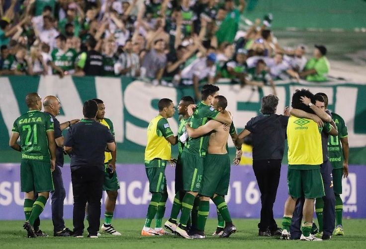 Plane carrying Brazilian soccer team crashes in Colombia, killing at least 76 people | Fox News