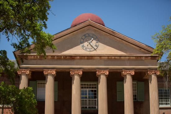 College of Charleston Bans Alcohol at Fraternities After 'Party School' Ranking
