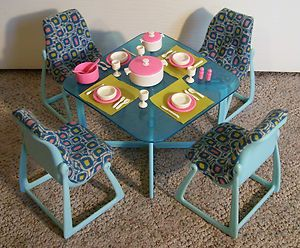 VINTAGE 1980u0027s BARBIE DREAM HOUSE DINING TABLE U0026 CHAIRS ~NEARLY COMPLETE  ~NICE