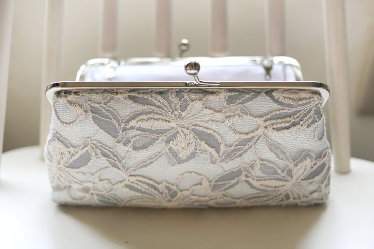 15 Perfect Gifts for the Mother of the Bride | lace photo clutch