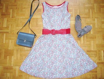 Gorgeous retro-look paisley dress