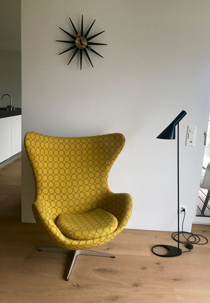 Eggchair by Arne Jacobsen,1956. Fritz Hansen , Vitra Uhr, Fritz Hansen lamp