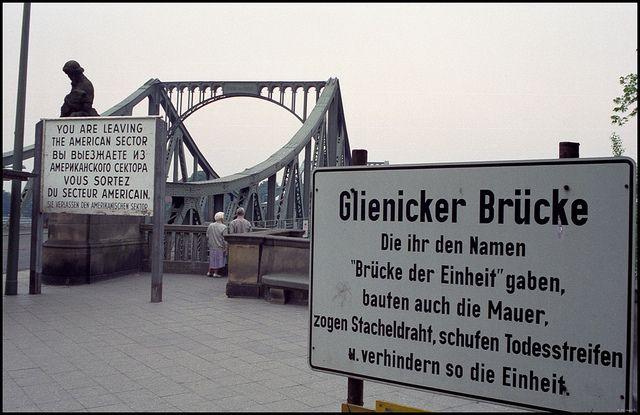 Berlin   Geteilte Stadt. Berliner Mauer. Glienicker Bridge. Johan van Elk