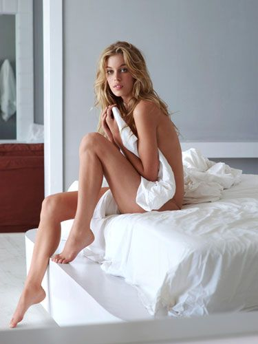 """Jennifer Landa, MD, author of The Sex Drive Solution for Women, says that sleeping naked can be healthier for your vagina. While it's totally normal to have yeast and bacteria down there, the warm environment can sometimes cause an overgrowth. One way to prevent infections is to """"air it out"""" and go commando."""