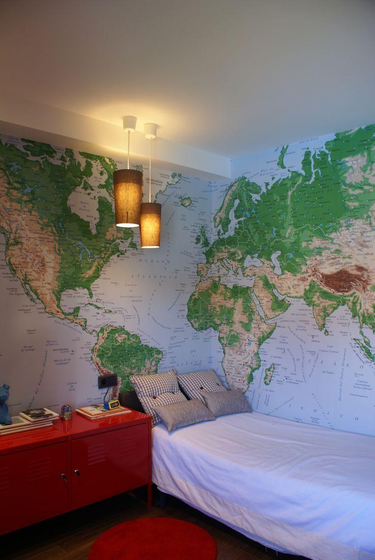 Mapamundi para dormitorio juvenil en papel. Para éste trabajo hemos diseñado e impreso un mapa único para éste cliente partiendo de su deseo, ha sido un trabajo laborioso y a la vez muy satisfactorio...sin palabras! #tuarte #papelpintado #impresiondigital #mapamundi #niños #vinilo #habitacioninfantil #kids #arte