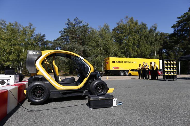 1000 images about twizy renault sport f1 concept car on pinterest the amazing technology and. Black Bedroom Furniture Sets. Home Design Ideas