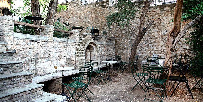 Έξοδος | Καφές με 2€ σε 6 αθηναϊκές αυλές