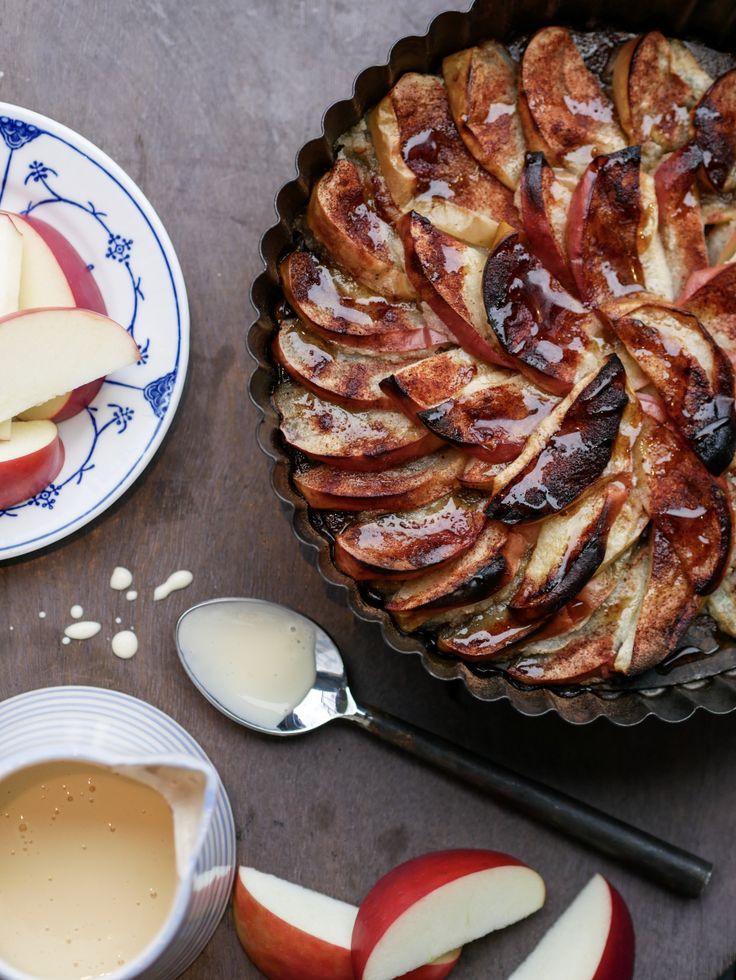 Kanelbakte epleskiver med verdens enkleste vaniljesaus; sukkerfri og proteinrik