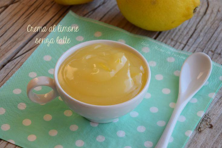 La crema al limone senza latte, è la crema che uso solitamente per farcire la torta al limone presa dal libro della prova del cuoco. Uno dei dolci più buoni e soffici che abbia mai mangiato.