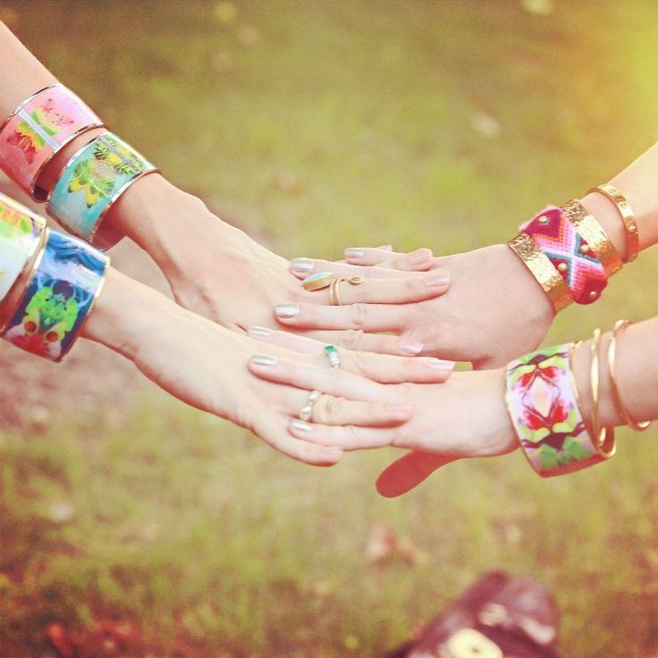 Hold hands in Amazona Code www.floramazona.com