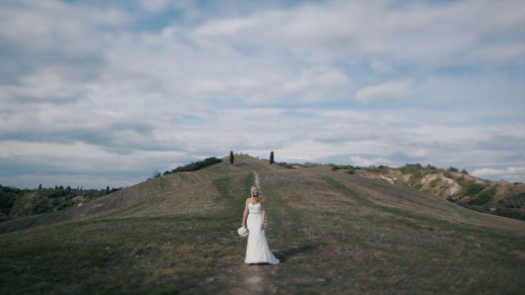 On the Tuscan hillside! #tuscany #bride #wedding #destinationwedding #matteocastelluccia #framevideo #video #weddingvideo #videomaker