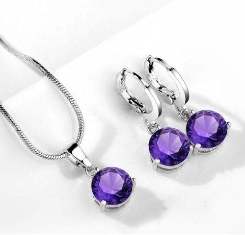 Set bijuterii cu cristale mov http://www.bijuteriifrumoase.ro/cumpara/set-bijuterii-cu-cristale-mov-3262