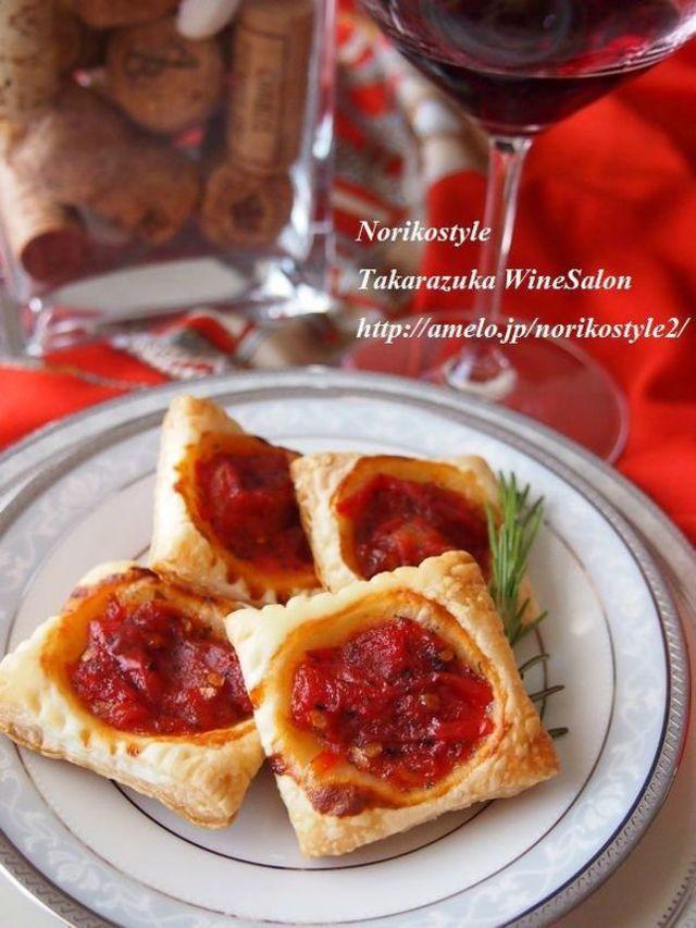 冷凍パイシートで作る簡単「おつまみパイ」のレシピをご紹介していきます。サクサクの食感とバターの芳醇な香りがクセになりますよ。とても簡単なのでぜひ作ってみてください。